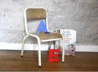 petite-chaise-d-ecolier-blanche